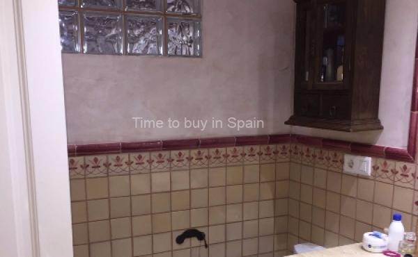 Baño de apartamento en Albatros III, Nueva Andalucia