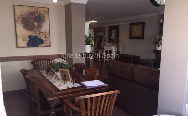 Comedor de apartamento en Albatros III, Nueva Andalucia