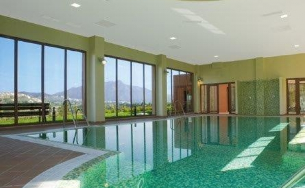 indoor swimming pool gazules del sol benahavis